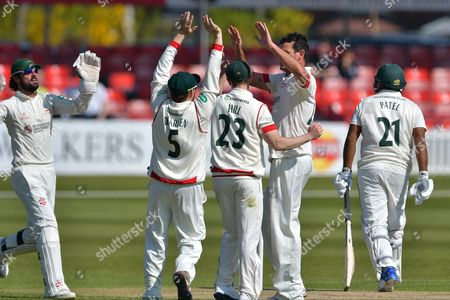Clint McKay and team mates celebrating the wicket of Samit Patel during the Specsavers County Champ Div 2 match between Leicestershire County Cricket Club and Nottinghamshire County Cricket Club at the Fischer County Ground, Grace Road, Leicester