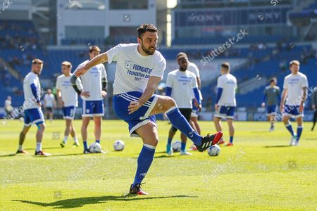 Rickie Lambert of Cardiff City warms-up, before the EFL Sky Bet Championship match between Cardiff City and Brentford at the Cardiff City Stadium, Cardiff
