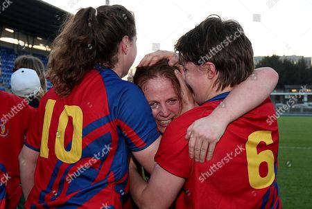 Old Belvedere RFC vs UL Bohemians. UL Bohemians Fiona Hayes, Rachel Allen Connolly celebrate