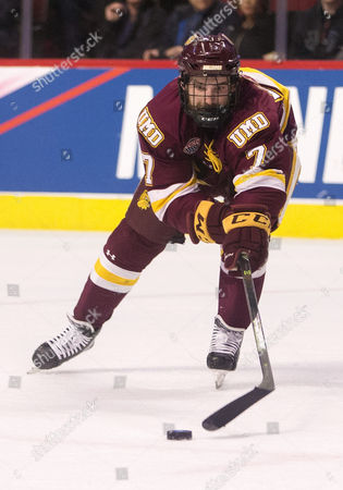 Minnesota Duluth forward Adam Johnson (7) skates for the puck during NCAA Hockey Frozen Four Championship game action between the Minnesota-Duluth Bulldogs and the Denver Pioneers at United Center in Chicago, Illinois