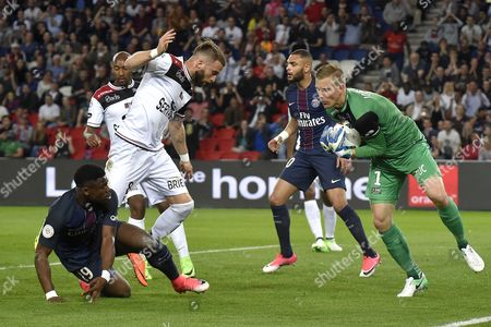 Guingamp's goalkeeper Karl-Johan Johnsson (R) saves the ball during the French Ligue 1 soccer match between Paris Saint-Germain (PSG) and EA Guingamp at the Parc des Princes stadium in Paris, France, 09 April 2017.