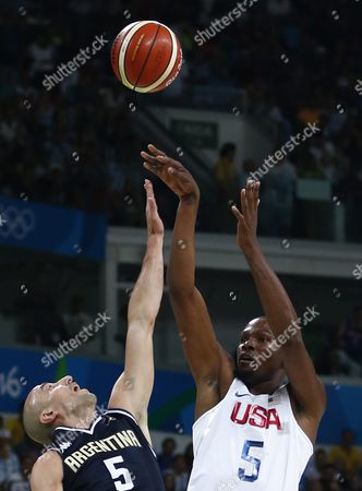 Kevin Durant (r) of the Usa in Action with Manu Ginobili of Argentina During the Men's Basketball Quarter Final Match Between the Usa and Argentina of the Rio 2016 Olympic Games at the Carioca Arena 1 in the Olympic Park in Rio De Janeiro Brazil 17 August 2016 Brazil Rio De Janeiro
