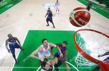 Pau Gasol (c-l) of Spain in Action Against Demarcus Cousins (c-r) of the Usa During the Men's Basketball Semi Final Game Between Spain and the Usa at the Rio 2016 Olympic Games at the Carioca Arena 1 in the Olympic Park in Rio De Janeiro Brazil 19 August 2016 Brazil Rio De Janeiro
