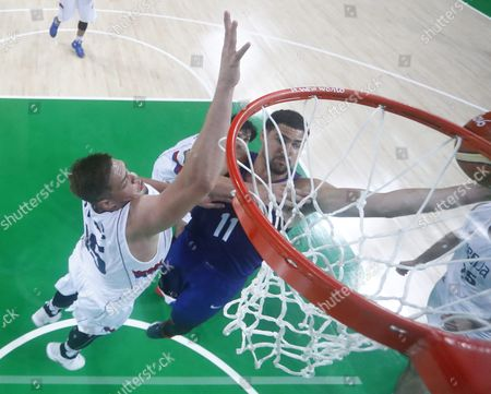 Klay Thompson of the Usa (r) Goes to the Basket Against Vladimir Stimac of Serbia During the Men's Gold Medal Basketball Game of the Rio 2016 Olympic Games at the Carioca Arena 1 in the Olympic Park in Rio De Janeiro Brazil 21 August 2016 Brazil Rio De Janeiro