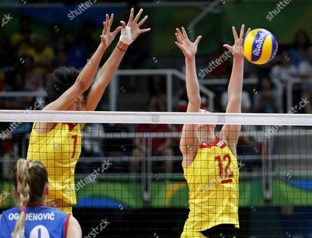 Quiyue Wei (l) and Ruoqi Hui of China in Action During the Women's Volleyball Gold Medal Match Between China and Serbia of the Rio 2016 Olympic Games at Maracanazinho Indoor Arena in Rio De Janeiro Brazil 20 August 2016 Brazil Rio De Janeiro