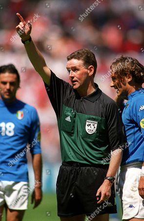 Referee Hugh Dallas (Scotland) . Italy v Turkey, Euro 2000 Group B, Arnhem, .