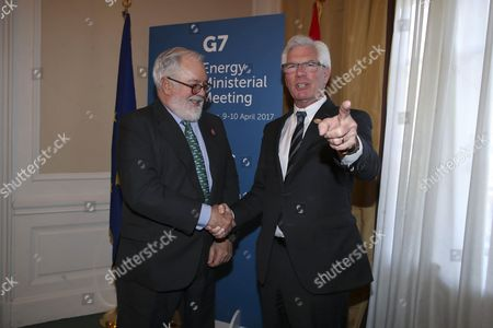 Miguel Arias Canete, European Climate and Energy Commissioner and James Gordon Carr, Minister of Natural Resources for Canada.