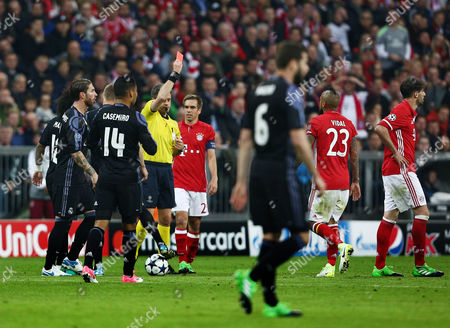 Referee Mr Nicola Rizzoli shows Javi Martinez of Bayern Munich a red card during the UEFA Champions League Quarter-Final 1st Leg match between Bayern Munich and Real Madrid played at the Allianz Arena, Munich, on 12th April 2017
