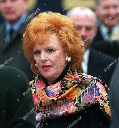 Stock Image of PICTURE KEVIN HOLT. FUNERAL OF CORONATION STREET ACTRESS JILL SUMMERS WHO PLAYED PHYLLIS PEARCE. ACTRESS BARBARA KNOX AFTER THE FUNERAL SERVICE IN ECCLES M/C.