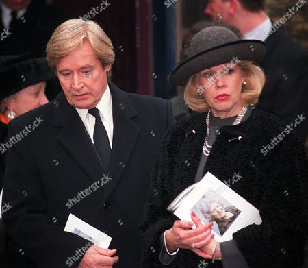 PICTURE KEVIN HOLT. FUNERAL OF CORONATION STREET ACTRESS JILL SUMMERS WHO PLAYED PHYLLIS PEARCE. ACTOR BILL ROACH AND WIFE, LEAVE THE CHAPEL AFTER THE SERVICE..