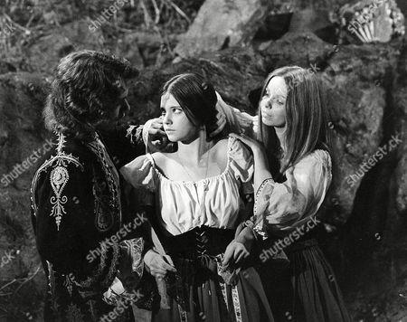 Robin Sachs, Lynne Frederick, Lalla Ward 'Vampire Circus' Film - 1972 -