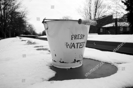 Hackney, London, Regents Canal, Shoreditch, Victoria Park, bucket, cold, east london, fresh, ice, snow, water, winter