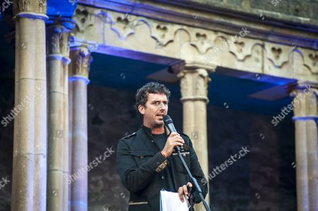 Festival, Festival No 6, Gwynedd, Murray Lachlan Young, North Wales, Number 6, Portmeirion, UK, Wales, artist, central piazza, comedy, humour, music festival, performance, performer, piazza, poet, the Village