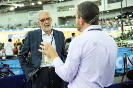 Brian Cookson the UCI president talks with Chris Boardman.