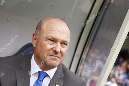 Deportivo's head coach Pepe Mel looks at his players against Malaga during the Spanish Primera Division match against Deportivo at Riazor stadium, in A Coruna, northwestern Spain, 15 April 2017.