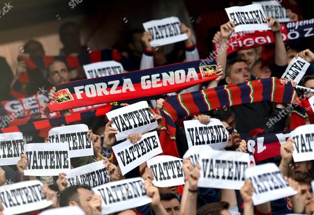 Genoa's supporters show their opinion that they want Italian chairman Enrico Preziosi to leave the club before the Italian Serie A soccer match Genoa Cfc vs Ss Lazio at Luigi Ferraris Stadium in Genoa, Italy, 15 April 2017.