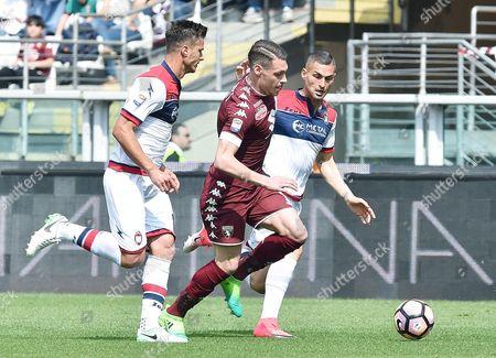 Torino's Andrea Belotti (C) contrastated by Crotone's Aleandro Rosi (R) and Andrea Barberis during the Italian Serie A soccer match Torino FC vs FC Crotone at Olimpico stadium in Turin, Italy, 15 April 2017.