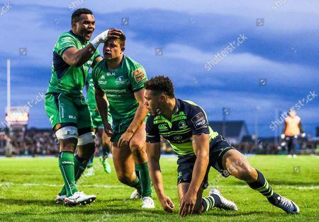 Connacht vs Leinster . Connacht's Dave Heffernan celebrates scoring a try with Naulia Dawai