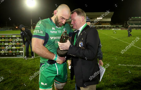 Connacht vs Leinster . Connacht's John Muldoon with Connacht Rugby President Pat Piggott after the game
