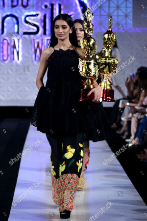 A model presents a creation by Pakistani designer Ali Xeeshan during the Pakistan Fashion Design Council (PFDC) fashion week in Lahore, Pakistan, 15 April 2017. (issued 16 April) The event runs through 13 April to 15 April.
