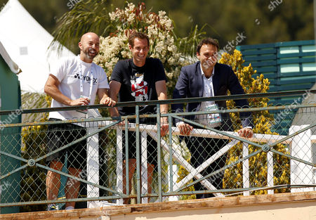 Andy Murray of Great Britain watches the British match between Kyle Edmund and Dan Evans with Murray's coach, Jamie Delgado and friend Ross Hutchins at the Monte-Carlo Rolex Masters, Monte-Carlo, France on Monday, April 17th, 2017