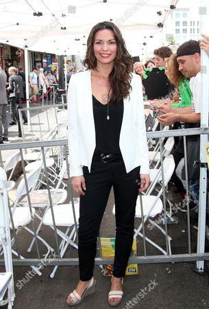 Alana De La Garza