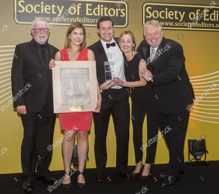 Daily Mail Investigation Team Katherine Faulkner Paul Bentley And Lucy Osborne At The Society Of Editors Press Awards For 2015 Receiving Their Awards From Bill Haggerty And Nick Ferrari At A Ceremony At The Hilton Hotel In Park Lane. 22.03.16.