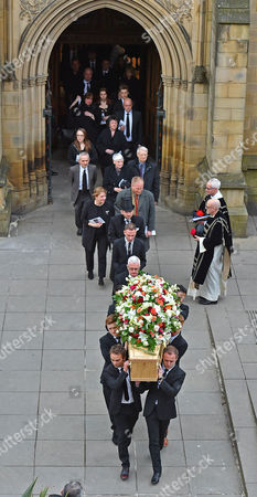 Funeral Of Coronation St. Creator Tony Warren At Manchester Cathedral. - Actors Jack P Shepherd And Alan Halsall Lead The Pallbearers Out.