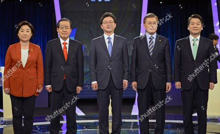 (L-R) Presidential candidates Sim Sang-jung of the leftist Justice Party, Hong Joon-pyo of the conservative Liberty Korea Party, Yoo Seung-min of the conservative Bareun Party, Moon Jae-in of the liberal Democratic Party of Korea, and Ahn Cheol-soo of the centrist People's Party pose for photographers prior their joint debate forum for the 09 May presidential election at a TV station in Seoul, South Korea, 19 April 2017. South Korea will hold a presidential election on 09 May to replace former President Park, who has been ousted from office on 10 March over a corruption and abuse-of-power scandal.