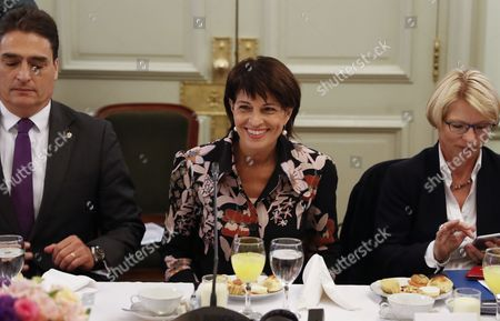 President of Switzerland , Doris Leuthard (C), meets with the Argentinian Foreign Minister Susana Malcorra (not in picture, others in photo are not identified), over breakfast with Argentinian and Swiss businessmen at the headquarters of the Argentine Foreign Ministry in Buenos Aires, Argentina, 19 April 2017. Leuthard is on an official visit and will also visit Peru.