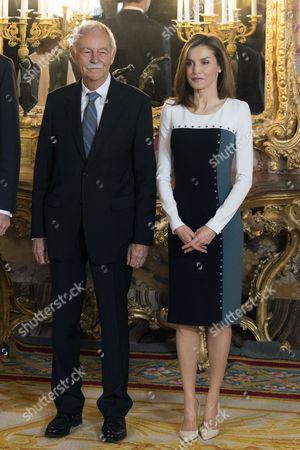 Eduardo Mendoza Garriga and Queen Letizia Rocasolano