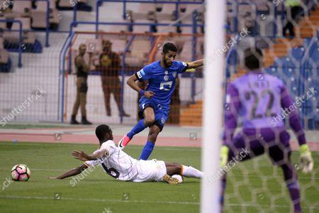 Al-Shabab player Saud Kariri (L) in action for the ball withAl-Hilalplayer Salman Al-Faraj (R) during theSaudi Professional League soccer match betweenAl-Shabab and Al-Hilal at King Fahd International Stadium in Riyadh, Saudi Arabia, 20 April 2017.