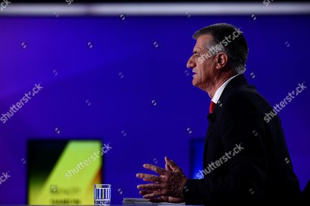 French presidential candidate Jean Lassalle takes part in a special political TV show entitled '15mn to convince' at the studios of French television channel France 2 in Saint-Cloud, west of Paris, France, 20 April 2017, a few days ahead of the first round of the presidential election. France holds the first round of the 2017 presidential elections on 23 April 2017.