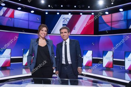 """French journalists and television hosts David Pujadas (R) and Lea Salame (L) pose before a special political TV show entitled """"15mn to convince"""" at the studios of French television channel France 2 in Saint-Cloud, west of Paris, on April 20, 2017, a few days ahead of the first round of the presidential election."""