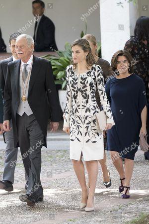 (From L-R) Cervantes' winner, Spanish writer Eduardo Mendoza, Queen Letizia, Spanish Vice president Soraya Saenz de Santamaria