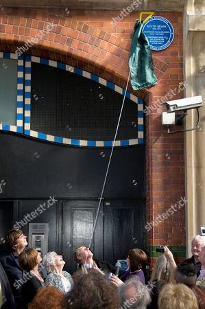 Roger Daltrey unveiling the Blue Plaque to Keith Moon, accompanied by Mike Read (1st left) and  Linda Moon, (Keith's sister, 2nd l) and Kathleen 'Kit' Moon (Keith's mother, 3rd l)