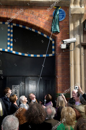 Roger Daltrey unveilng the Blue Plaque to Keith Moon, accompanied by Mike Read (1st left) and  Linda Moon, (Keith's sister, 2nd l) and Kathleen 'Kit' Moon (Keith's mother, 3rd l)