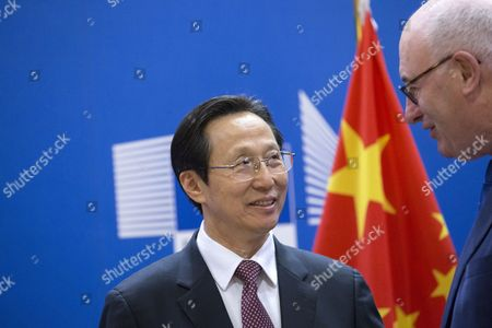 Chinese Agriculture Minister Han Changfu (L) and EU Commissioner for Agriculture & Rural Development, Phil Hogan (R) pose during a signing ceremony of the 'EU-China Exchange Program for Young Professionals in Agriculture' in Brussels, Belgium, 21 April 2017. The program is aimed to promote cooperation between the EU and China in the agricultural and agri-business sector.