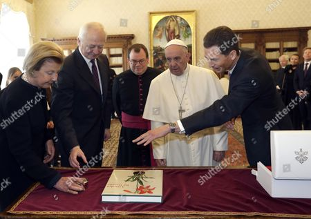 Pope Francis exchanges gifts with Prince Hans-Adam of Liechtenstein, (2-L), his wife Princess Marie, (L), and Hereditary Prince Alois of Liechtenstein, (R), on the occasion of their private audience, at the Vatican, 22 April 2017.