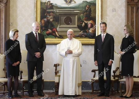 Pope Francis poses with Prince Hans-Adam (2-L) of Liechtenstein, his wife Princess Marie, (L), Hereditary Prince Alois (C-R) of Liechtenstein, and his wife Princess Sophie of Liechtenstein,(R), on the occasion of their private audience, at the Vatican, 22 April 2017.