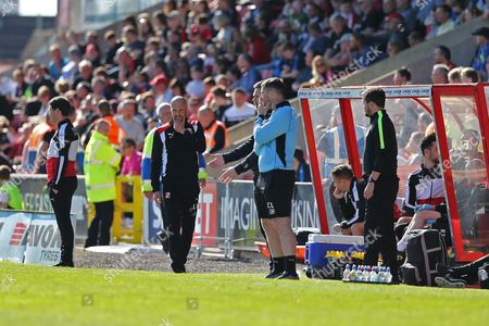 Swindon Manager Luke Williams studying the game in the closing minutes of the second half during the EFL Sky Bet League 1 match between Swindon Town and Scunthorpe United at the County Ground, Swindon