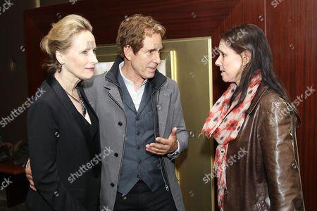 Laila Robins, John Shea, Julie Taymor
