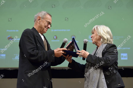 The director Andrei Konchalovsky receives the award from the director Margarethe Von Trotta