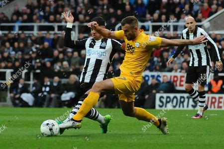Tommy Spurr of Preston North End battles with Ayoze Perez of Newcastle United during Newcastle United vs Preston North End, Sky Bet EFL Championship Football at St. James' Park on 24th April 2017