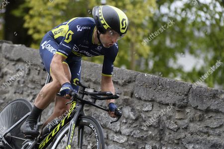 Michael Albasini from Switzerland of team Orica-Scott competes during the prologue to the 71st Tour de Romandie UCI ProTour cycling race in Aigle, Switzerland, 25 April 2017.