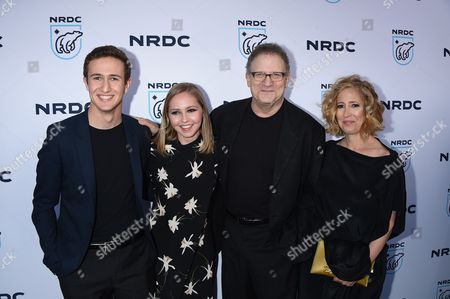 Stock Photo of Albert Brooks, Kimberly Shlain and Family