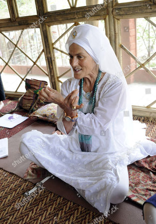Gurmukh Kaur Khalsa gives children at Ramana's Seva Samiti children's home and primary school one of her Kundalini yoga sessions