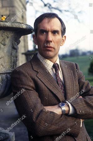 'Maigret'  - Richard Durden