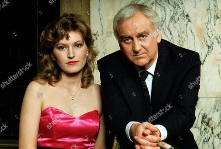 'Inspector Morse'   TV  Secret of Bay 5b Dr.Grayling Russell (Amanda Hillwood) and Inspector Morse (John Thaw)