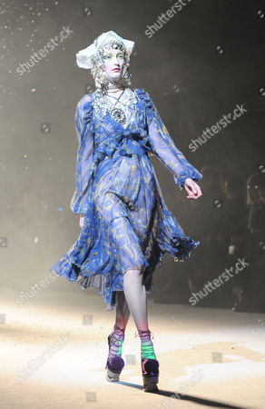 Iekeliene Stange on the catwalk